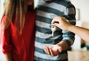 Paar Schlüssel neue Wohnung